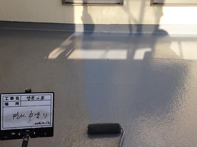 防水の中塗り