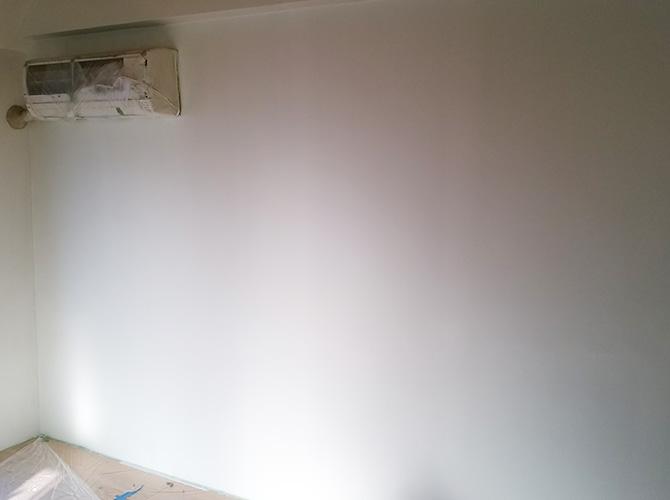 白い壁の塗装後