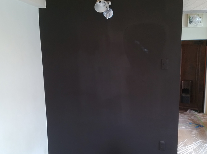 壁の塗装後