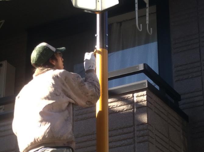 街路灯塗装の仕上げ