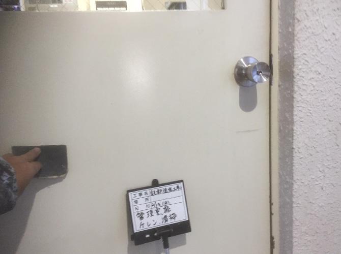 鉄製ドアのケレン清掃