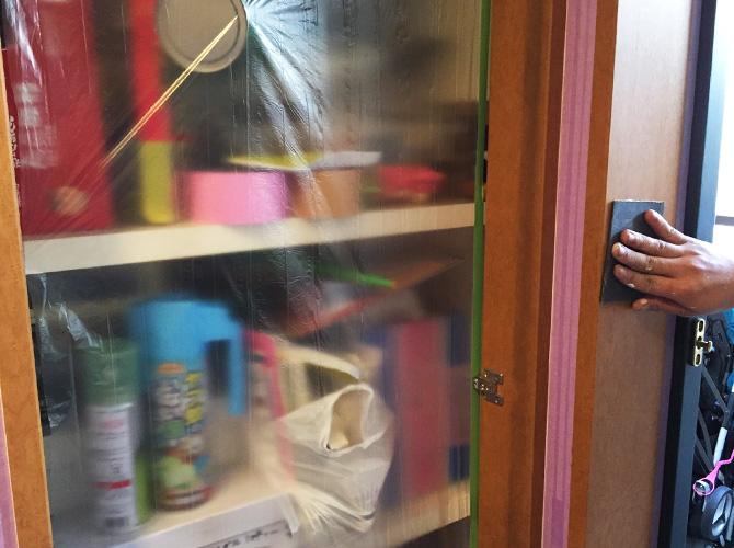 内装塗装のケレン清掃中