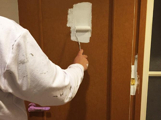 ドアの塗装中