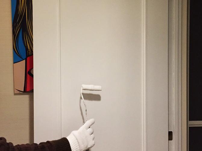 ドア塗装の仕上げ塗り