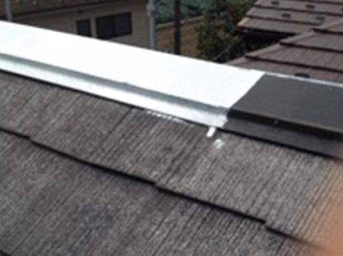 屋根の下塗りはサーモアイシーラーという塗料です。