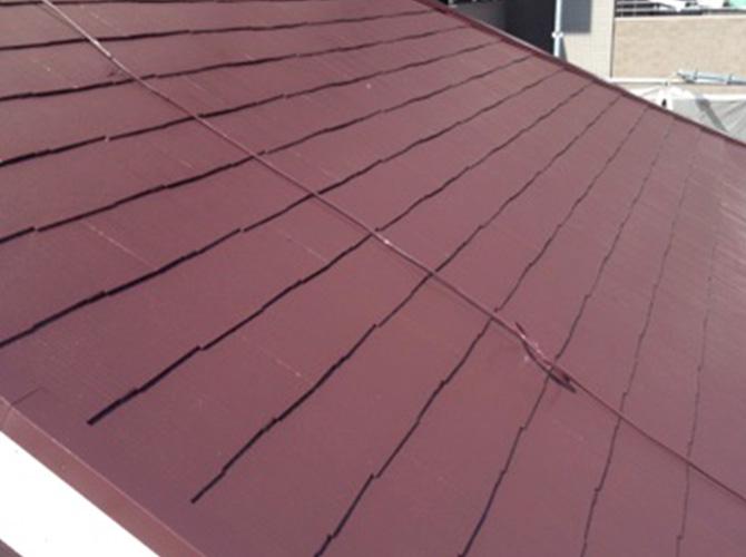 屋根塗装の上塗り施工完了後の様子です