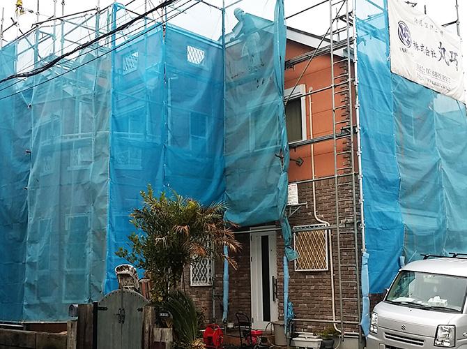 外壁塗装ラボの塗装工事初日!足場の設置完了後のようす