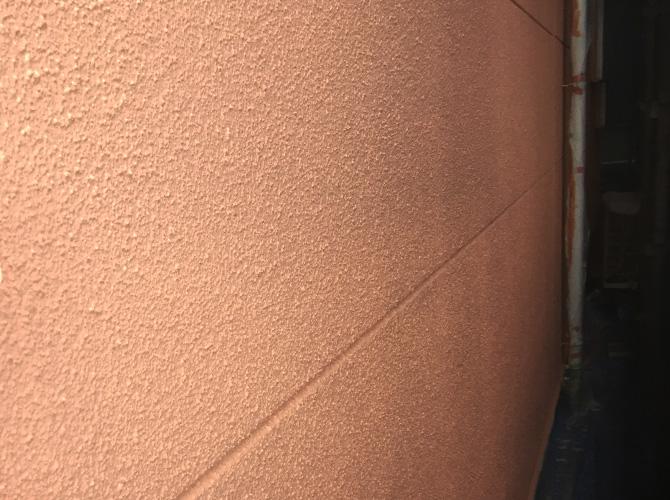 オレンジ系の配色の外壁塗装の上塗り完了後