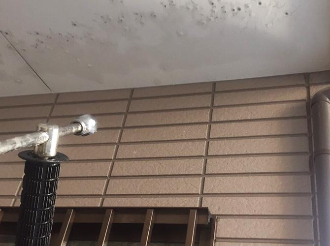 外壁塗装施工前の高圧洗浄中