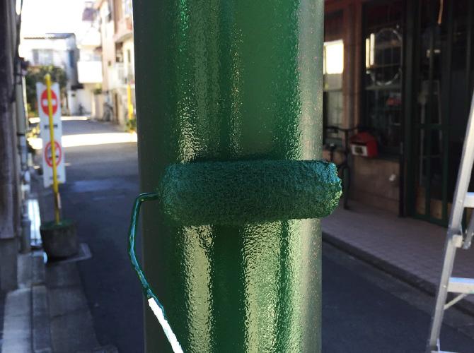 街路灯塗装の上塗り