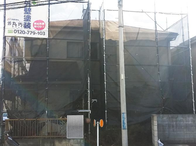 東久留米市住宅の足場・メッシュの設置完了後のようす