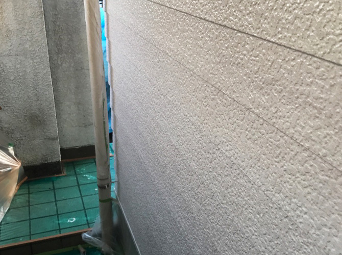 サイディング外壁の外壁塗装の下塗り完了後