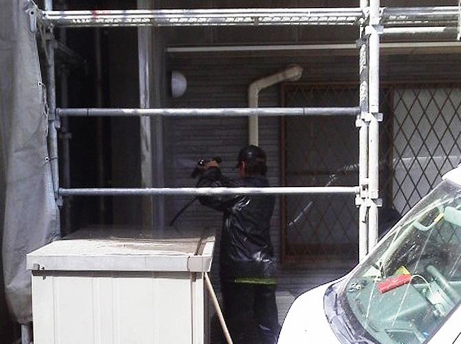 江東区戸建住宅の外壁を塗り替える前の外壁の高圧洗浄