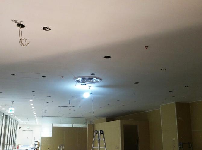 天井塗装の施工完了後のようすです。