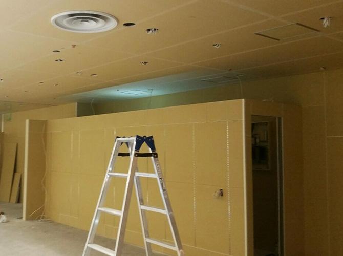 新規の天井塗装の施工の流れです。