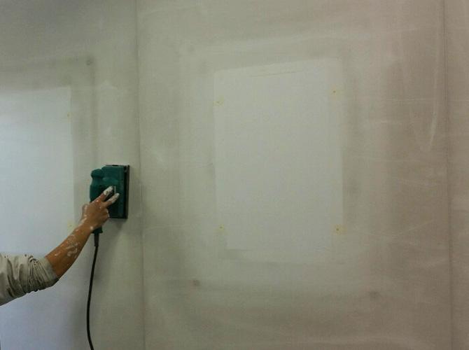 壁のケレン清掃中