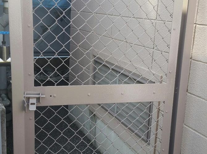 フェンスの鉄部サビ止め塗装工事の施工後