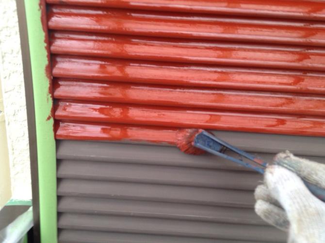 雨戸の錆止め施工中のようすです。