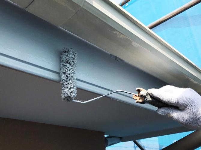 戸建住宅の破風塗装の施工中