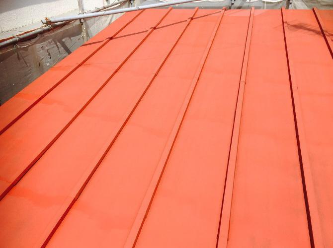 トタン屋根の下塗り後