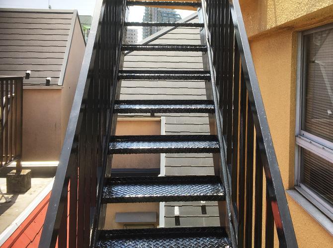 東京都葛飾区オフィスビルの鉄骨階段サビ止め塗装工事の施工後