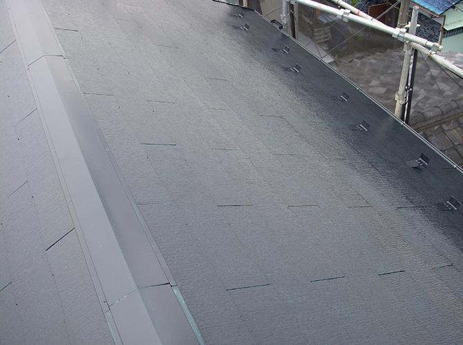 屋根はパラサーモシリコンの施工です。