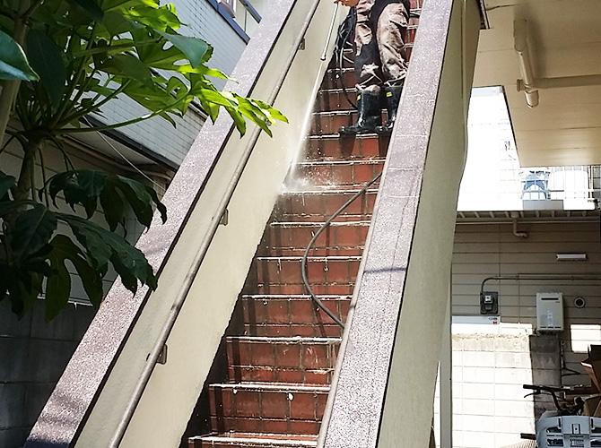階段の高圧洗浄