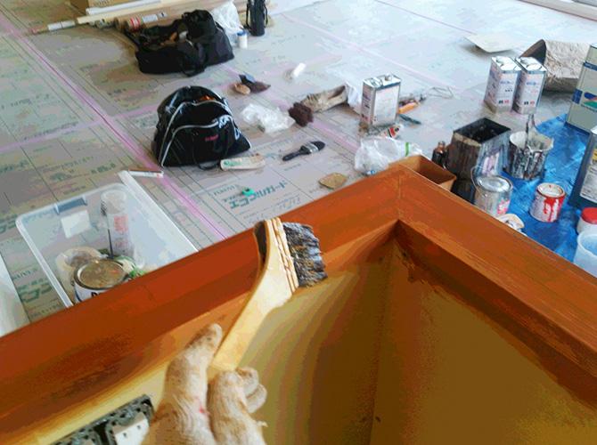 木部の仕上げ塗り