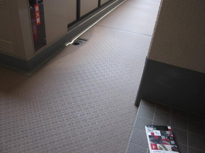 埼玉県さいたま市マンションの共用廊下長尺シート工事の施工前
