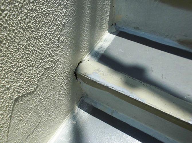 階段端部の補修前