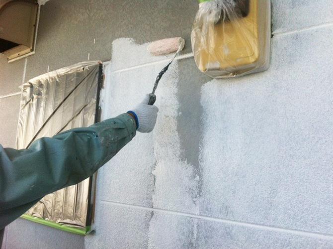 養生をしっかりして下塗りを施工します。