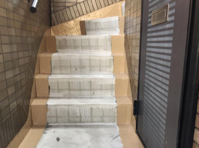 東京都江戸川区住宅の外階段・廊下長尺シート工事の施工前