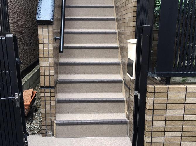 東京都江戸川区住宅の外階段・廊下長尺シート工事の施工後