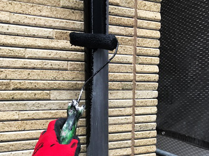雨樋塗装の中塗り
