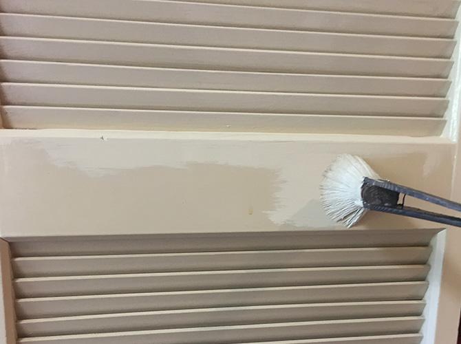 折れ戸の塗装