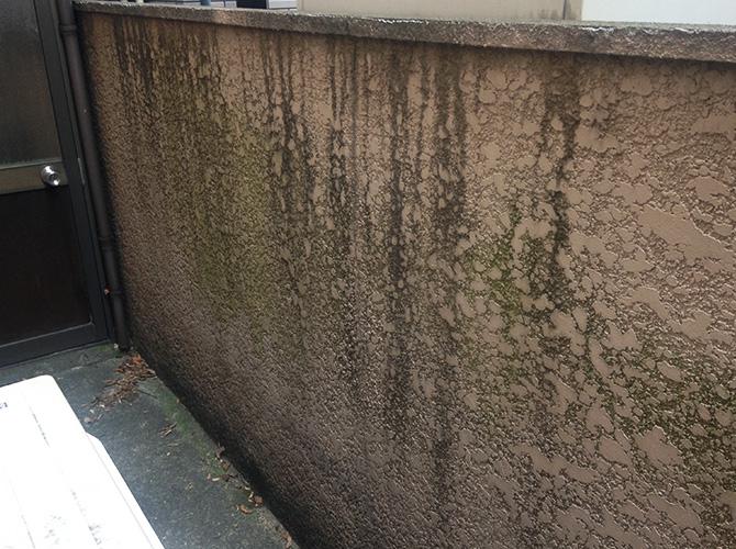 東京都北区住宅のブロック塀・擁壁の洗浄・塗装工事の施工前