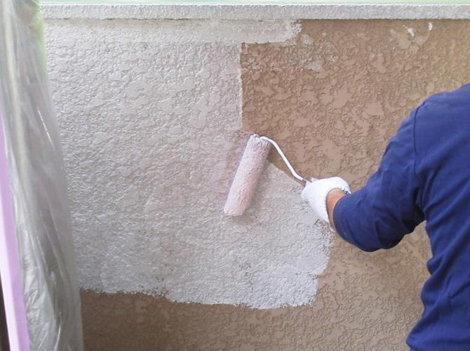 擁壁のシーラー塗装