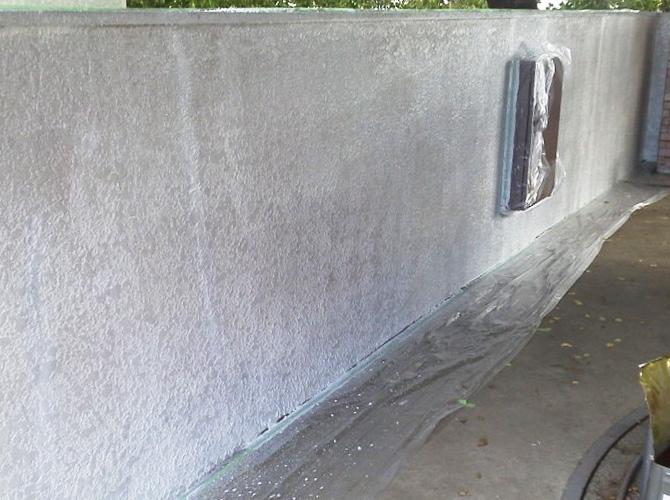 擁壁の下塗り完了