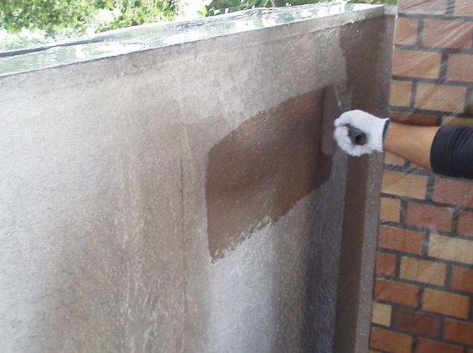 擁壁の中塗り
