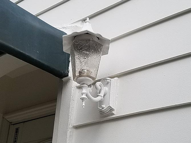 玄関照明の塗装