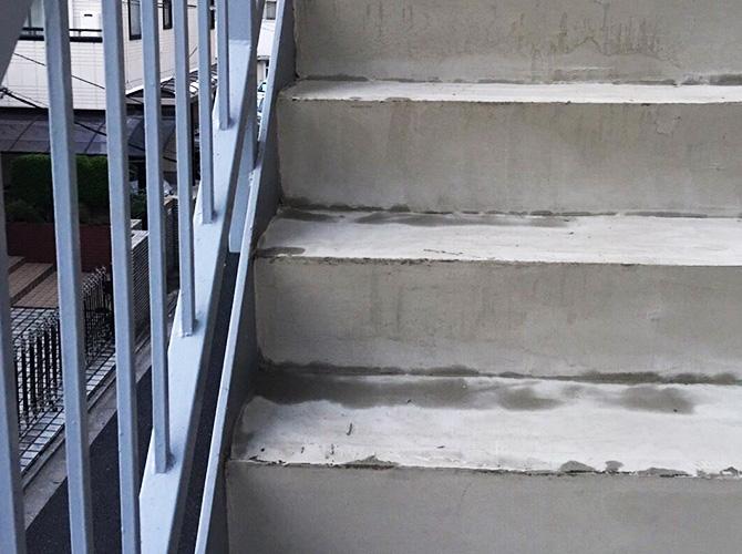 東京都世田谷区マンションの外階段・廊下長尺シート工事の施工前