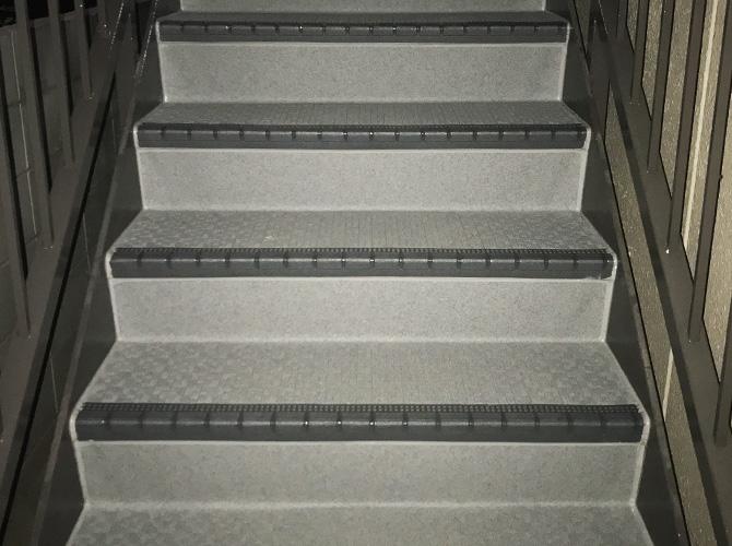 東京都世田谷区マンションの外階段・廊下長尺シート工事の施工後