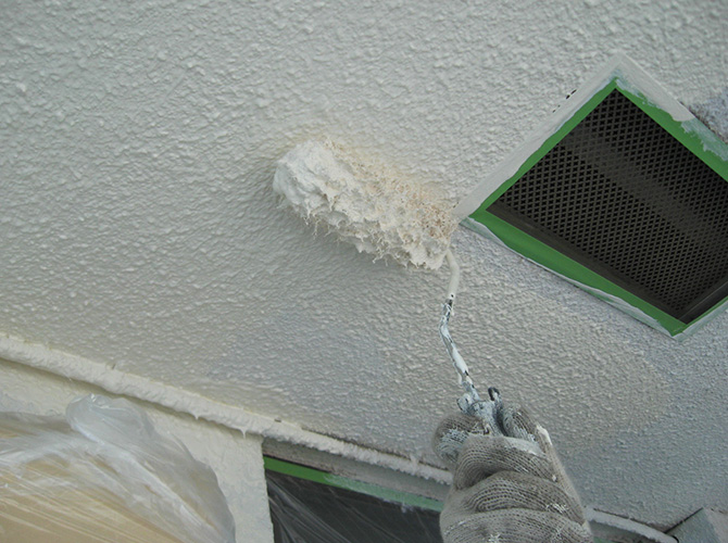 軒天井の上塗り