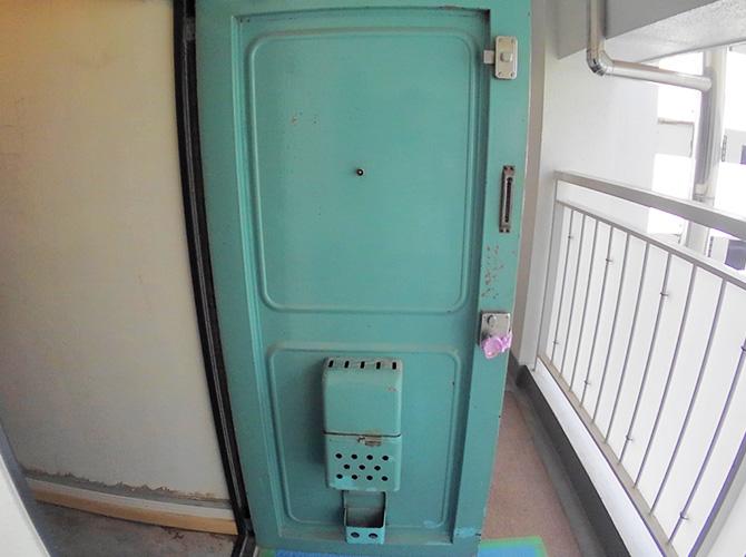 玄関ドアの塗装前