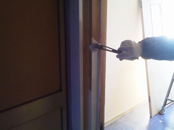 ドア枠の塗装
