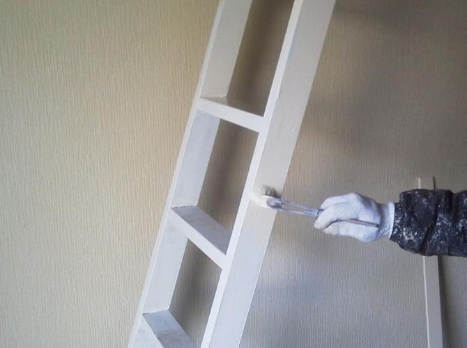 ロフトはしごの塗装