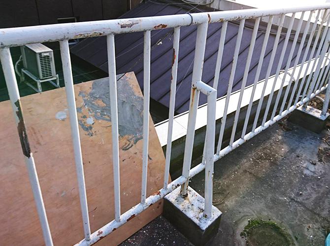 東京都豊島区商業ビルの鉄部サビ止め塗装工事の施工前