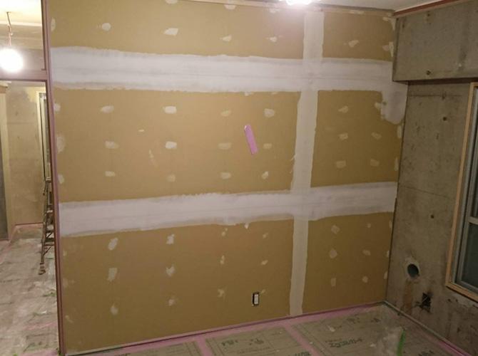 壁のパテ施工
