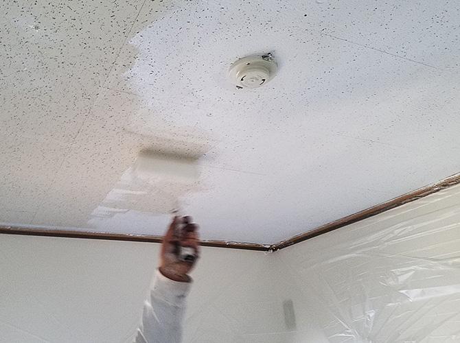 天井のローラー塗装