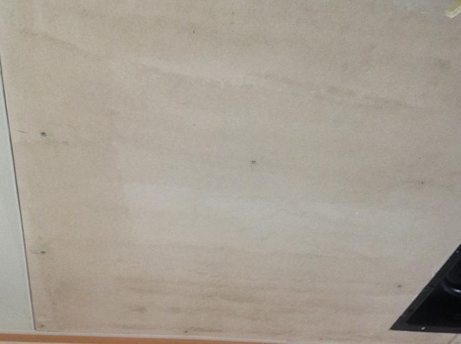 天井の下塗り完了後